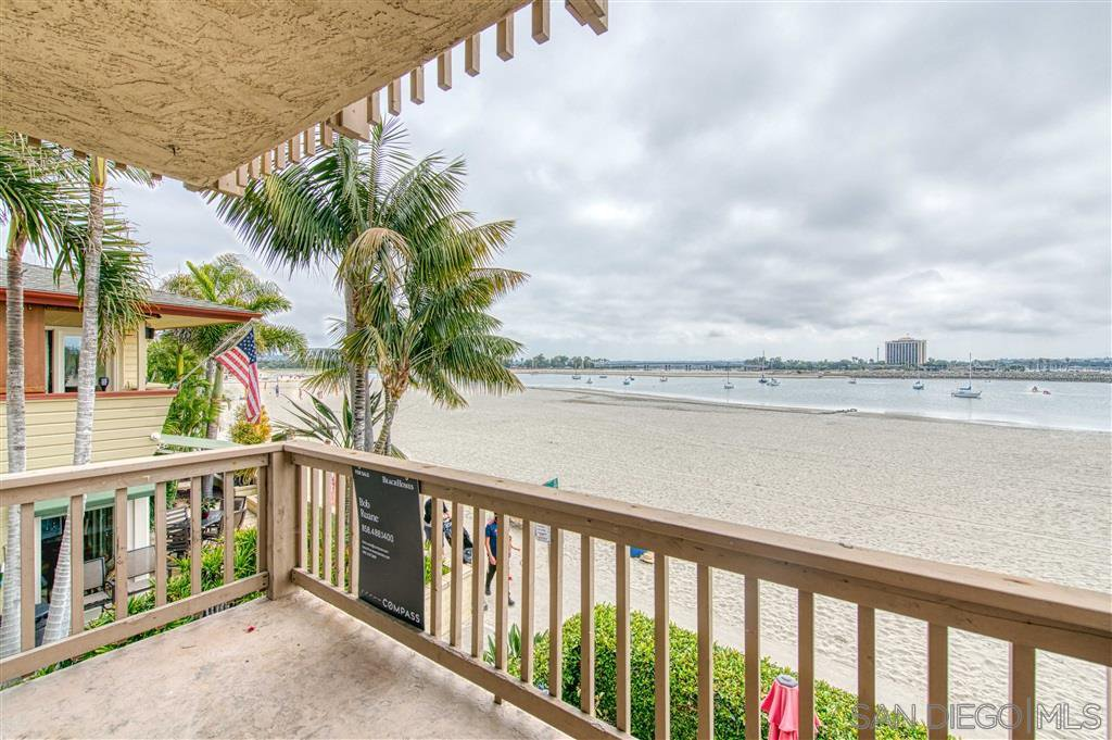 Main Photo: MISSION BEACH Condo for sale : 2 bedrooms : 2868 Bayside Walk #5 in San Diego