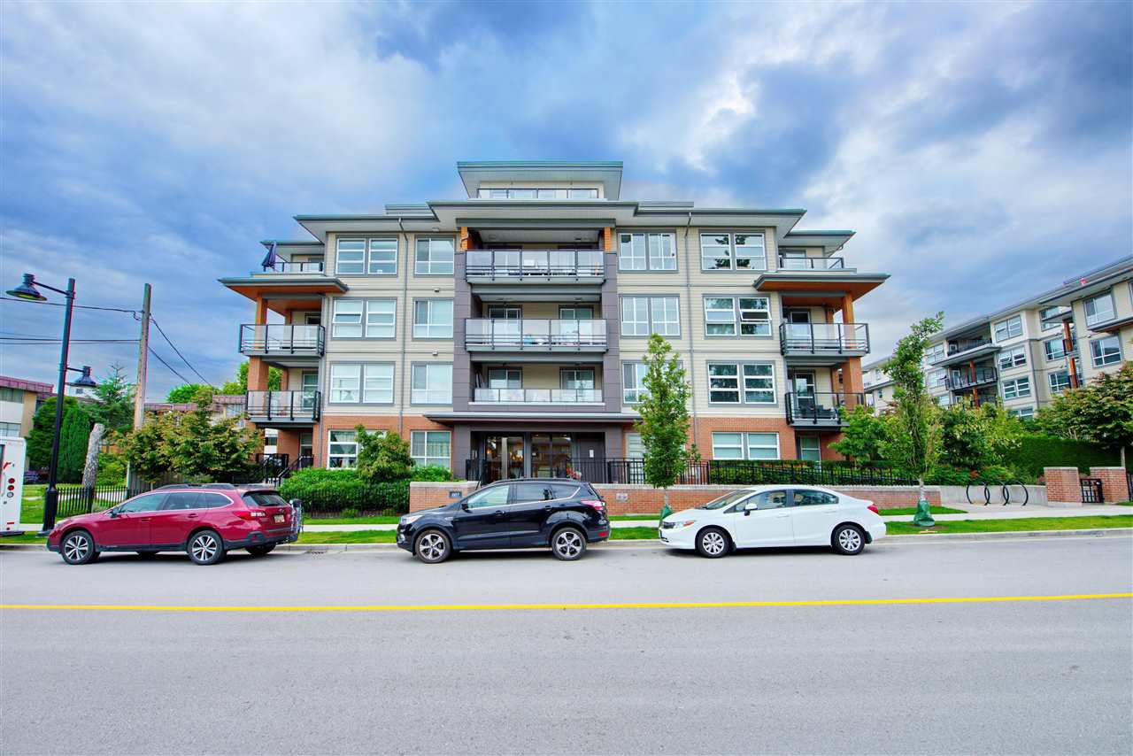"Main Photo: 404 607 COTTONWOOD Avenue in Coquitlam: Coquitlam West Condo for sale in ""STANTON HOUSE BY POLYGON"" : MLS®# R2473996"