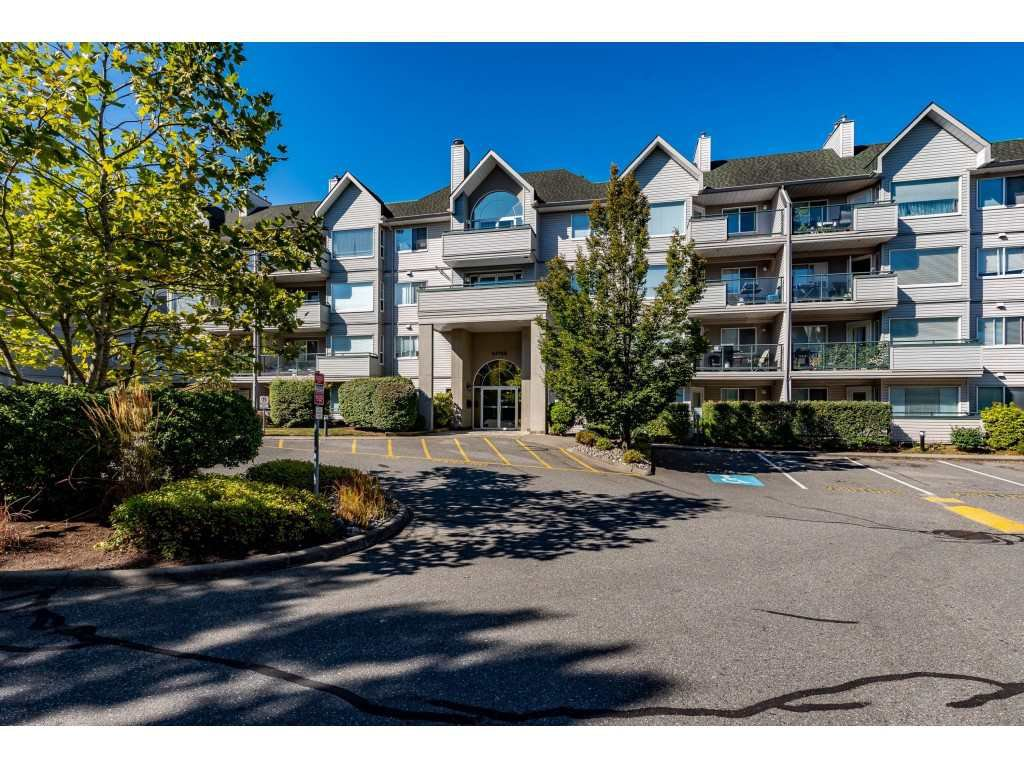 """Main Photo: 403 33708 KING Road in Abbotsford: Poplar Condo for sale in """"College Park"""" : MLS®# R2495612"""