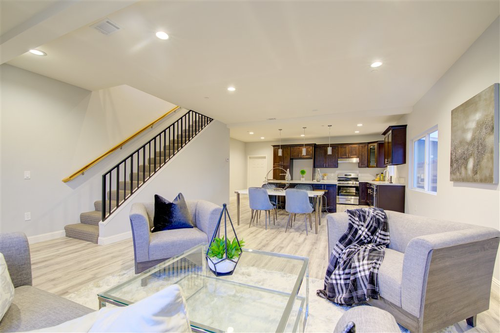 Main Photo: IMPERIAL BEACH House for sale : 4 bedrooms : 1253 Cypress Ave