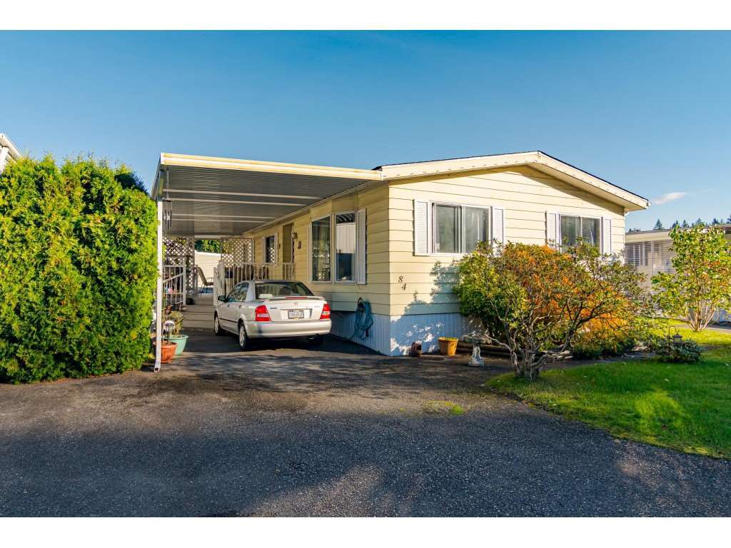 """Main Photo: 84 2270 196 Street in Langley: Brookswood Langley Manufactured Home for sale in """"Pineridge Park"""" : MLS®# R2511479"""