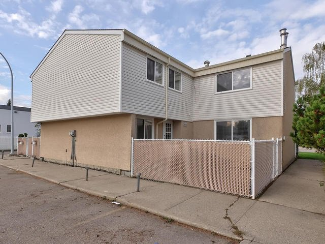 Main Photo: 5845 RIVERBEND Road in Edmonton: Zone 14 Townhouse for sale : MLS®# E4174564