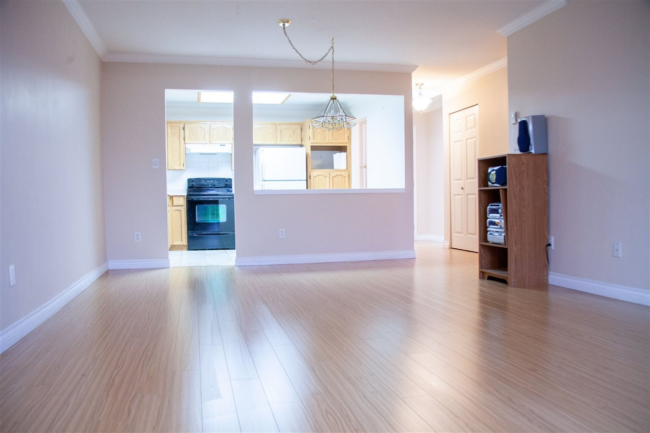 """Photo 11: Photos: 301 5375 205 Street in Langley: Langley City Condo for sale in """"GLENMONT PARK"""" : MLS®# R2426917"""