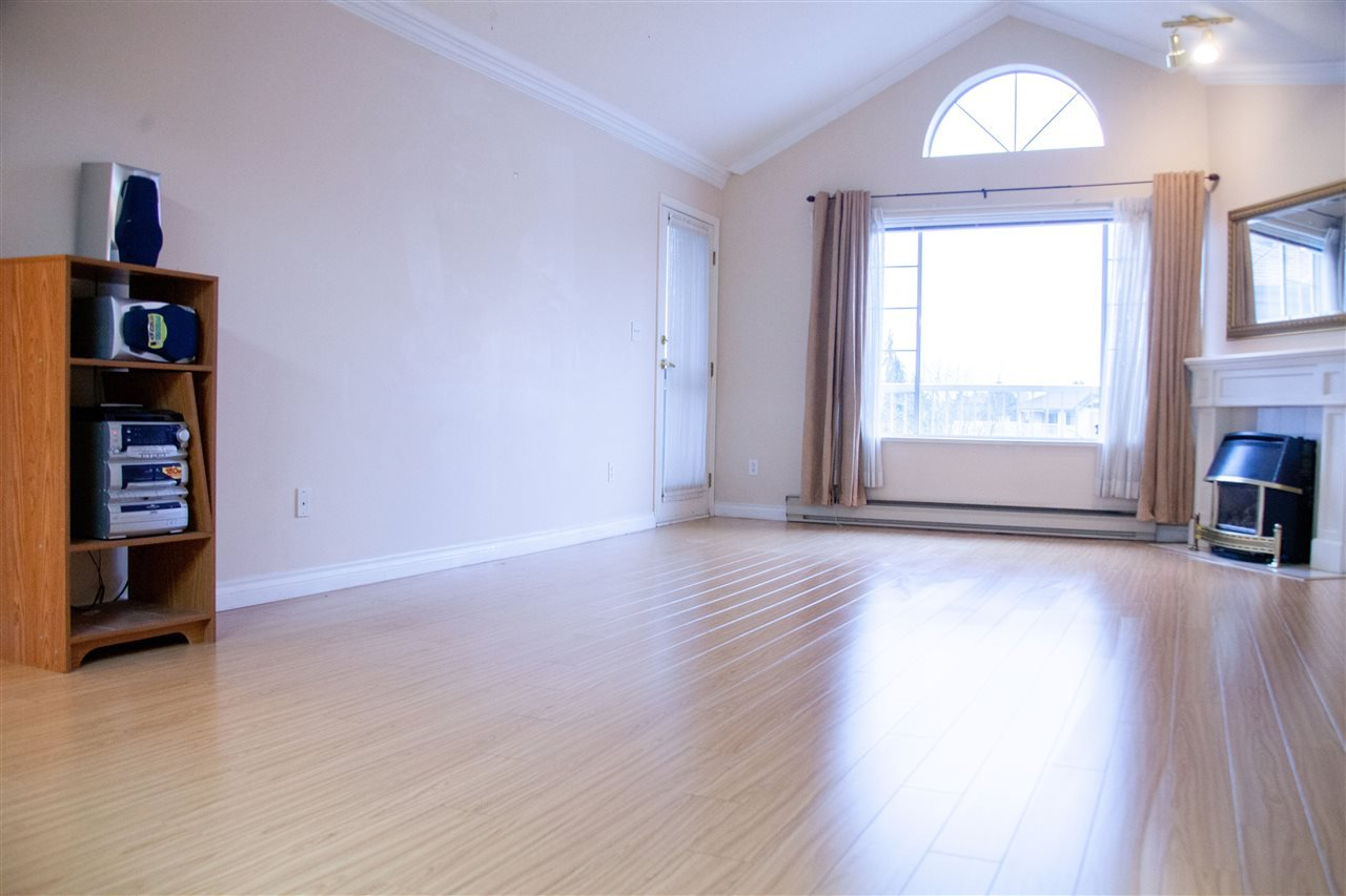 """Photo 10: Photos: 301 5375 205 Street in Langley: Langley City Condo for sale in """"GLENMONT PARK"""" : MLS®# R2426917"""