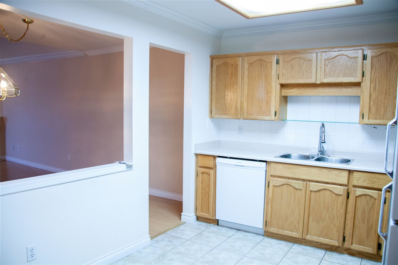 """Photo 7: Photos: 301 5375 205 Street in Langley: Langley City Condo for sale in """"GLENMONT PARK"""" : MLS®# R2426917"""