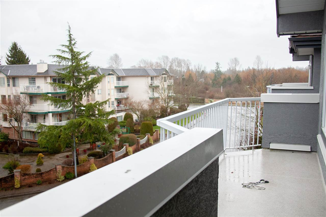 """Photo 19: Photos: 301 5375 205 Street in Langley: Langley City Condo for sale in """"GLENMONT PARK"""" : MLS®# R2426917"""