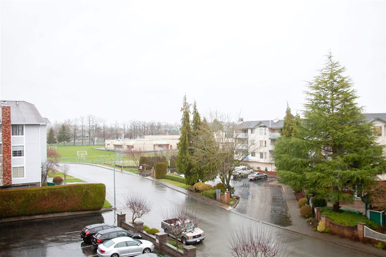 """Photo 20: Photos: 301 5375 205 Street in Langley: Langley City Condo for sale in """"GLENMONT PARK"""" : MLS®# R2426917"""