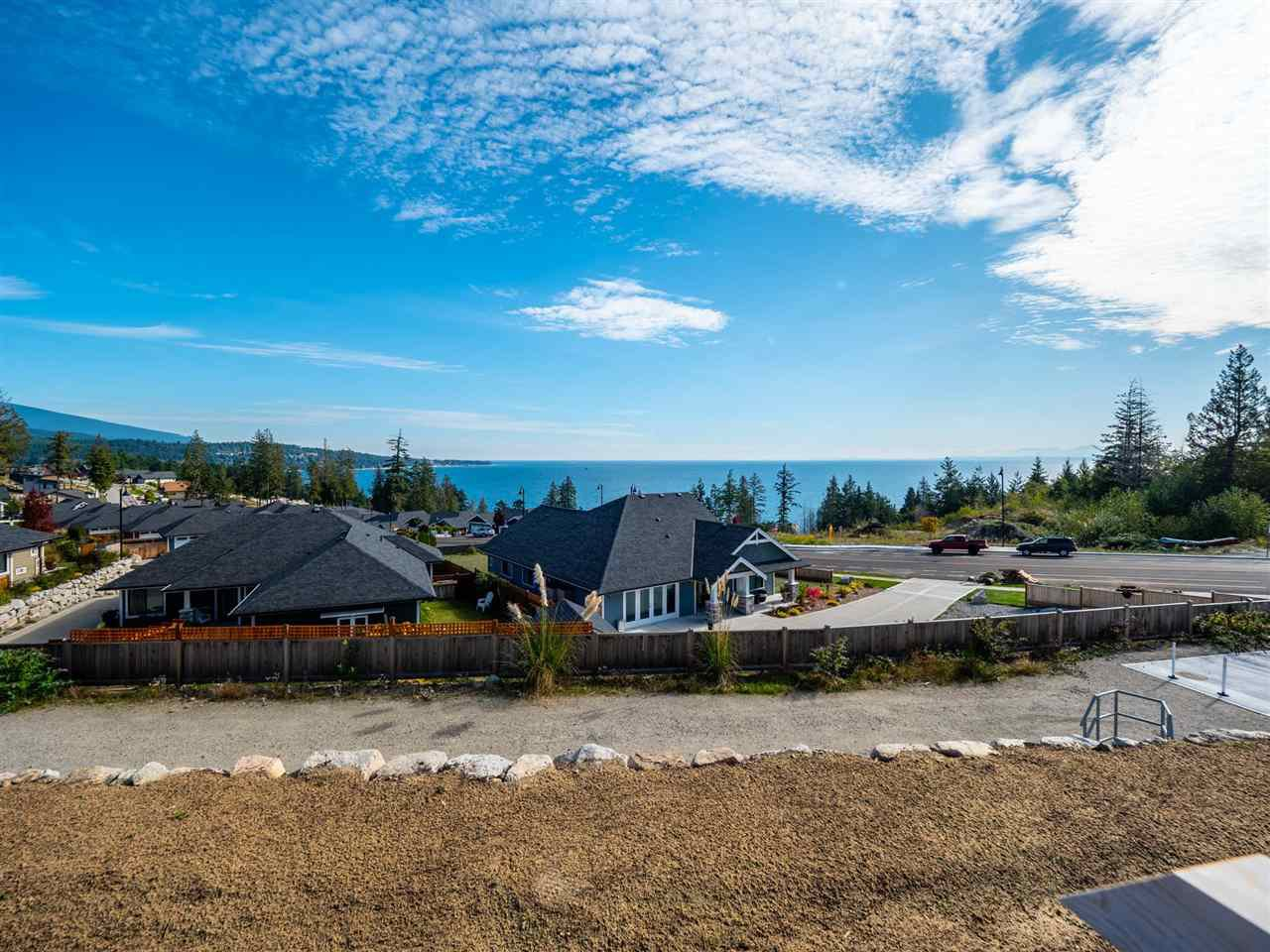 """Photo 2: Photos: 5634 KINGBIRD Crescent in Sechelt: Sechelt District House for sale in """"SilverStone Heights Phase2"""" (Sunshine Coast)  : MLS®# R2466073"""