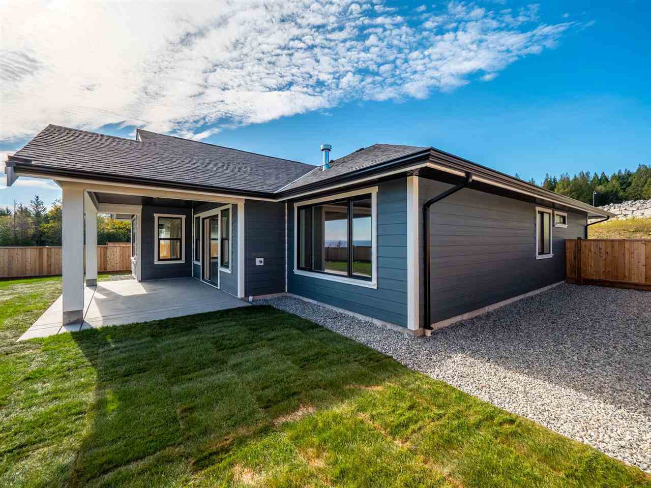 """Photo 5: Photos: 5634 KINGBIRD Crescent in Sechelt: Sechelt District House for sale in """"SilverStone Heights Phase2"""" (Sunshine Coast)  : MLS®# R2466073"""