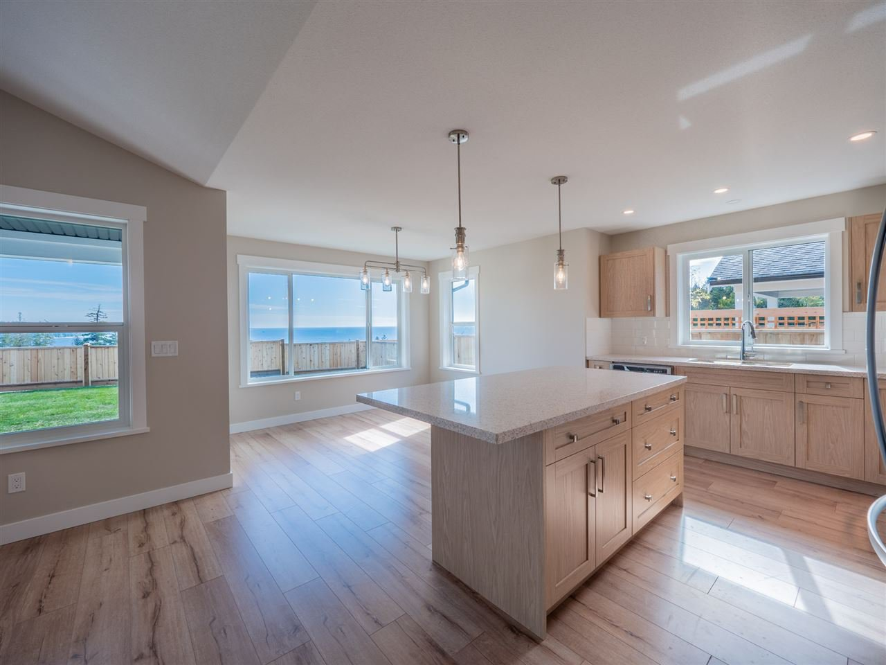 """Photo 10: Photos: 5634 KINGBIRD Crescent in Sechelt: Sechelt District House for sale in """"SilverStone Heights Phase2"""" (Sunshine Coast)  : MLS®# R2466073"""