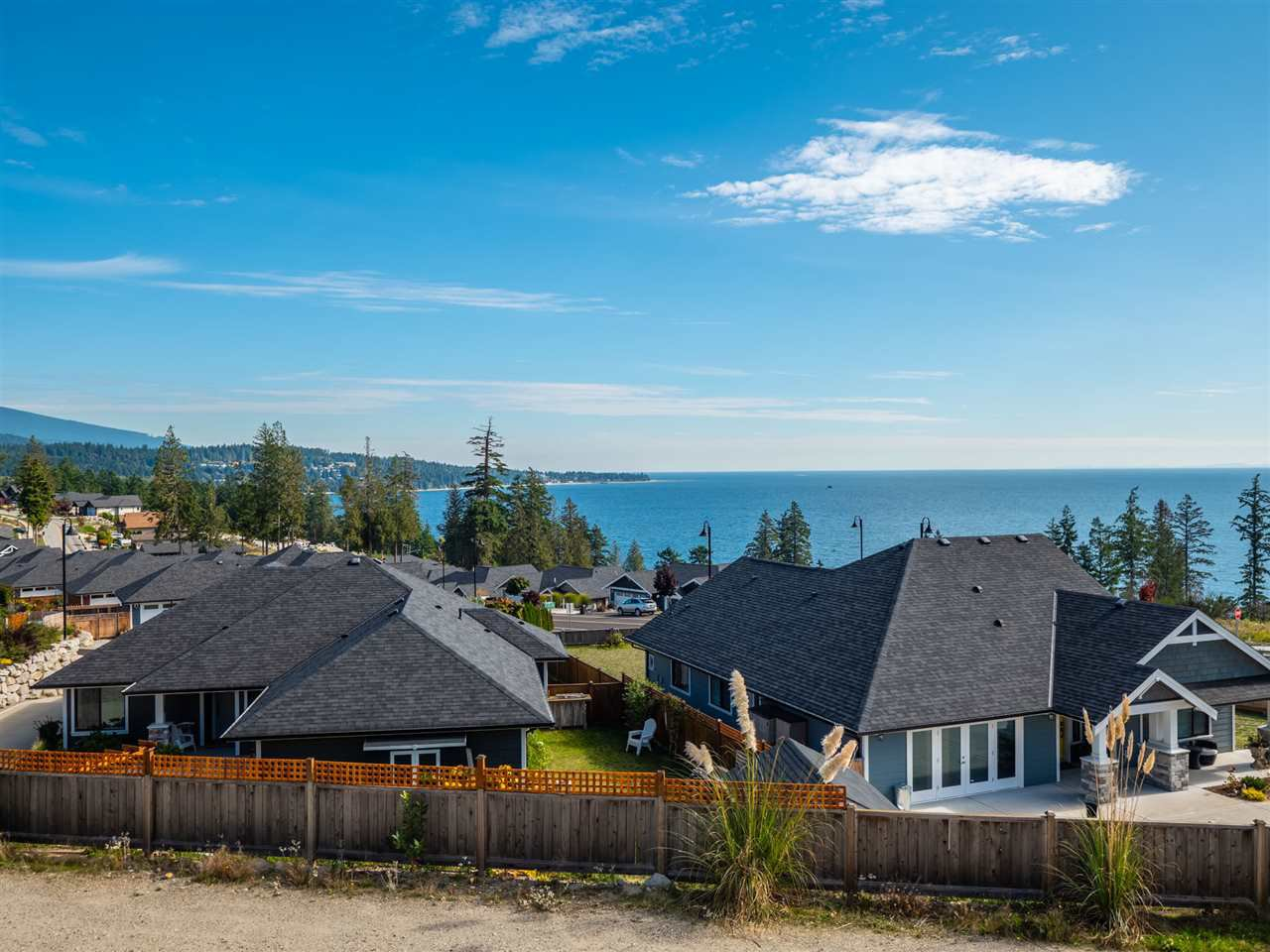 """Photo 3: Photos: 5634 KINGBIRD Crescent in Sechelt: Sechelt District House for sale in """"SilverStone Heights Phase2"""" (Sunshine Coast)  : MLS®# R2466073"""