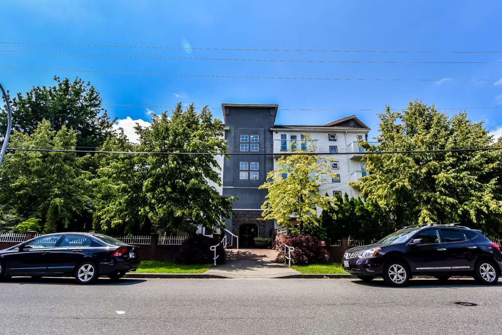 "Main Photo: 401 2983 CAMBRIDGE Street in Port Coquitlam: Glenwood PQ Condo for sale in ""CAMBRIDGE GARDENS"" : MLS®# R2402197"