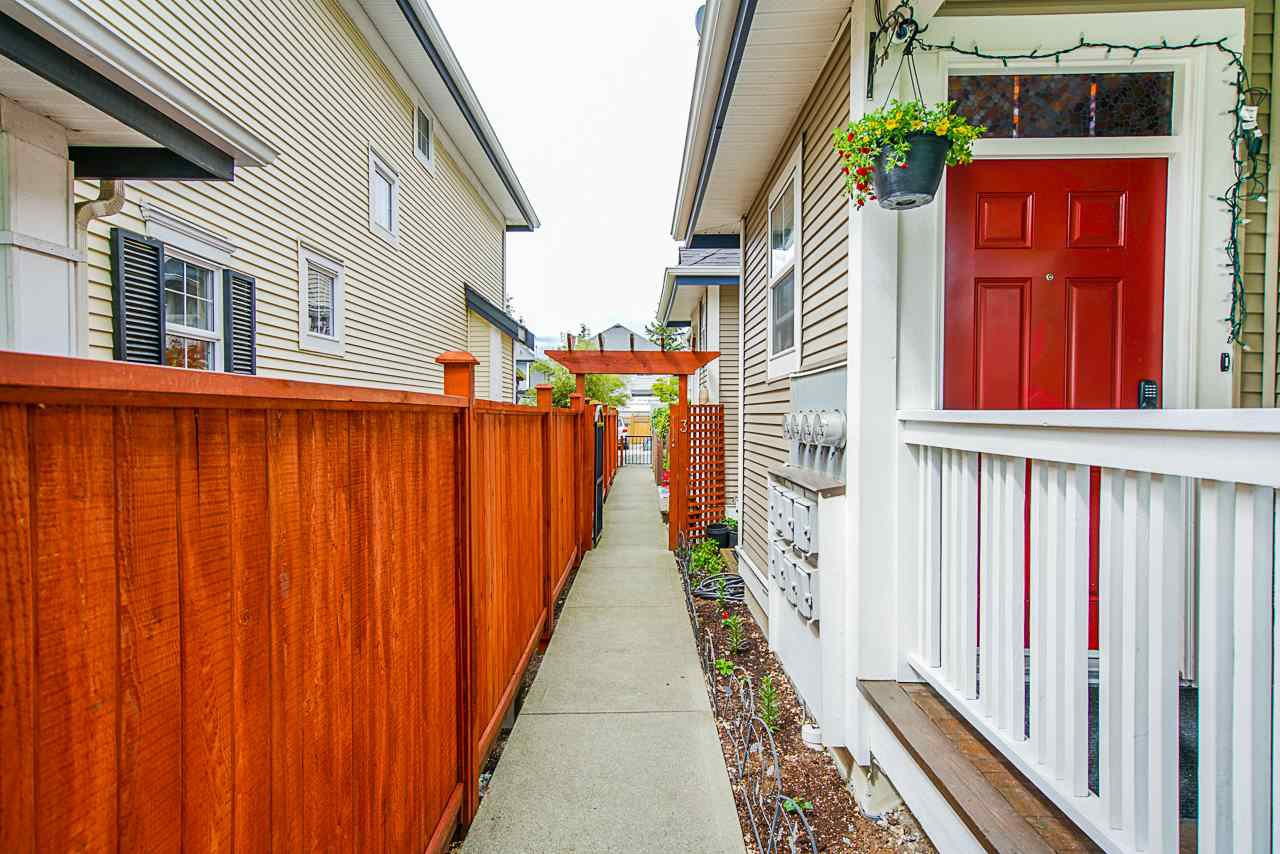 """Main Photo: 3 18055 70 Avenue in Surrey: Cloverdale BC Townhouse for sale in """"The Manors at Provinceton"""" (Cloverdale)  : MLS®# R2458242"""