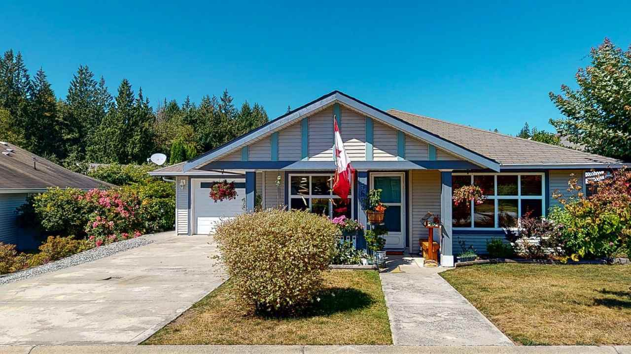 Main Photo: 5682 CASCADE Crescent in Sechelt: Sechelt District House for sale (Sunshine Coast)  : MLS®# R2488807