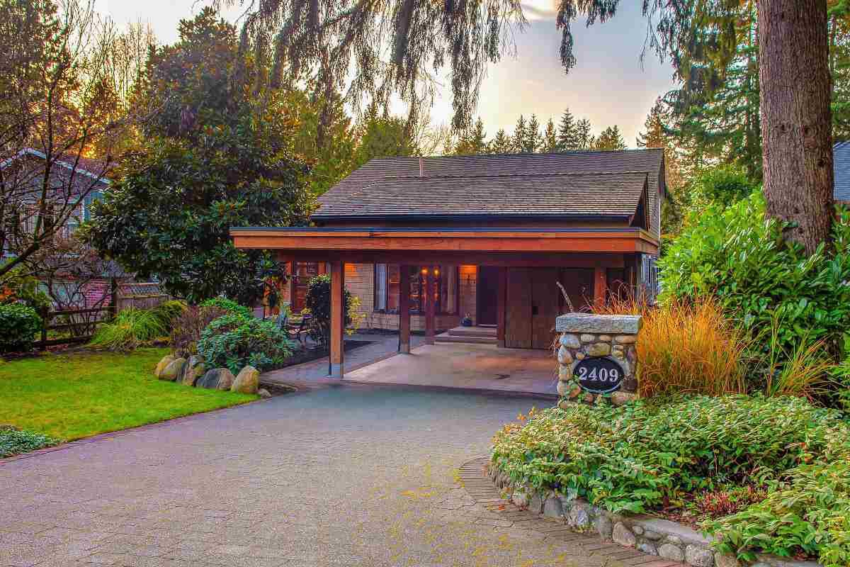 Main Photo: 2409 PHILIP Avenue in North Vancouver: Pemberton Heights House for sale : MLS®# R2430208