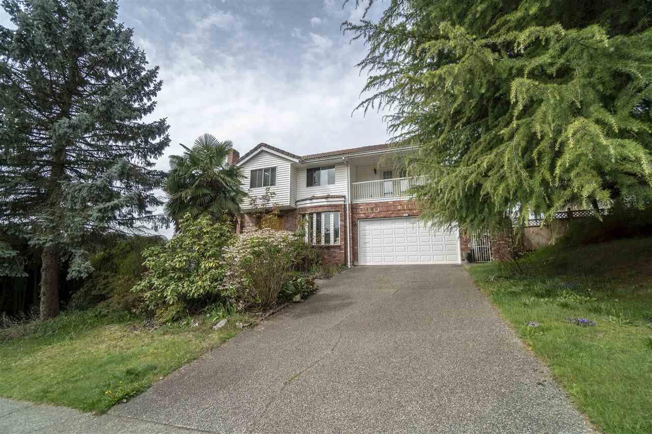 Main Photo: 1318 HONEYSUCKLE LANE in : Summitt View House for sale : MLS®# R2360648