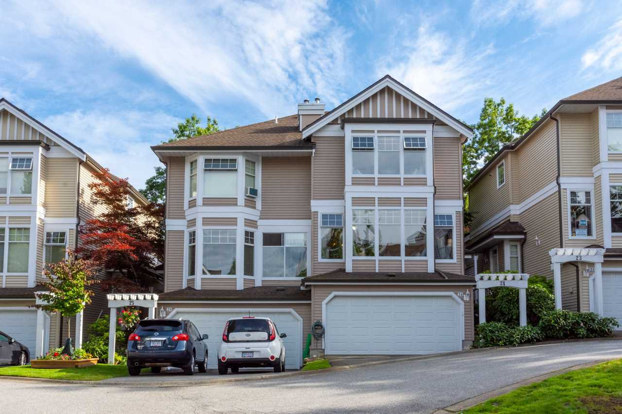 """Main Photo: 24 5950 OAKDALE Road in Burnaby: Oaklands Townhouse for sale in """"HEATHER CREST"""" (Burnaby South)  : MLS®# R2474867"""