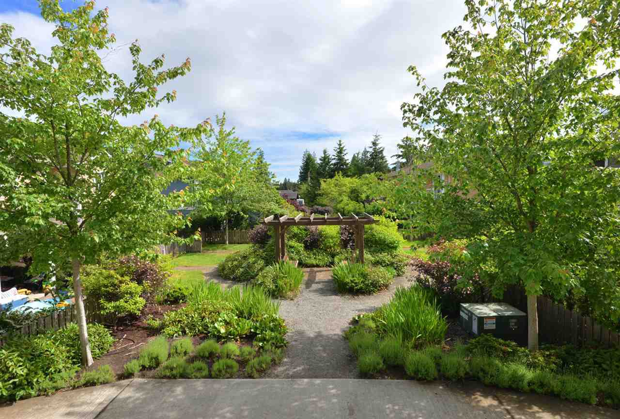 """Main Photo: 105 624 SHAW Road in Gibsons: Gibsons & Area Condo for sale in """"THE ROSEWOOD"""" (Sunshine Coast)  : MLS®# R2462254"""