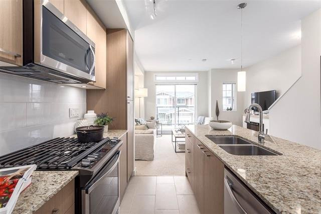 """Photo 3: Photos: 5910 BEACHGATE Lane in Sechelt: Sechelt District Townhouse for sale in """"EDGEWATER AT PORPOISE BAY"""" (Sunshine Coast)  : MLS®# R2397086"""