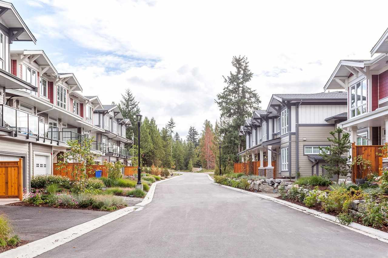 """Photo 2: Photos: 5910 BEACHGATE Lane in Sechelt: Sechelt District Townhouse for sale in """"EDGEWATER AT PORPOISE BAY"""" (Sunshine Coast)  : MLS®# R2397086"""