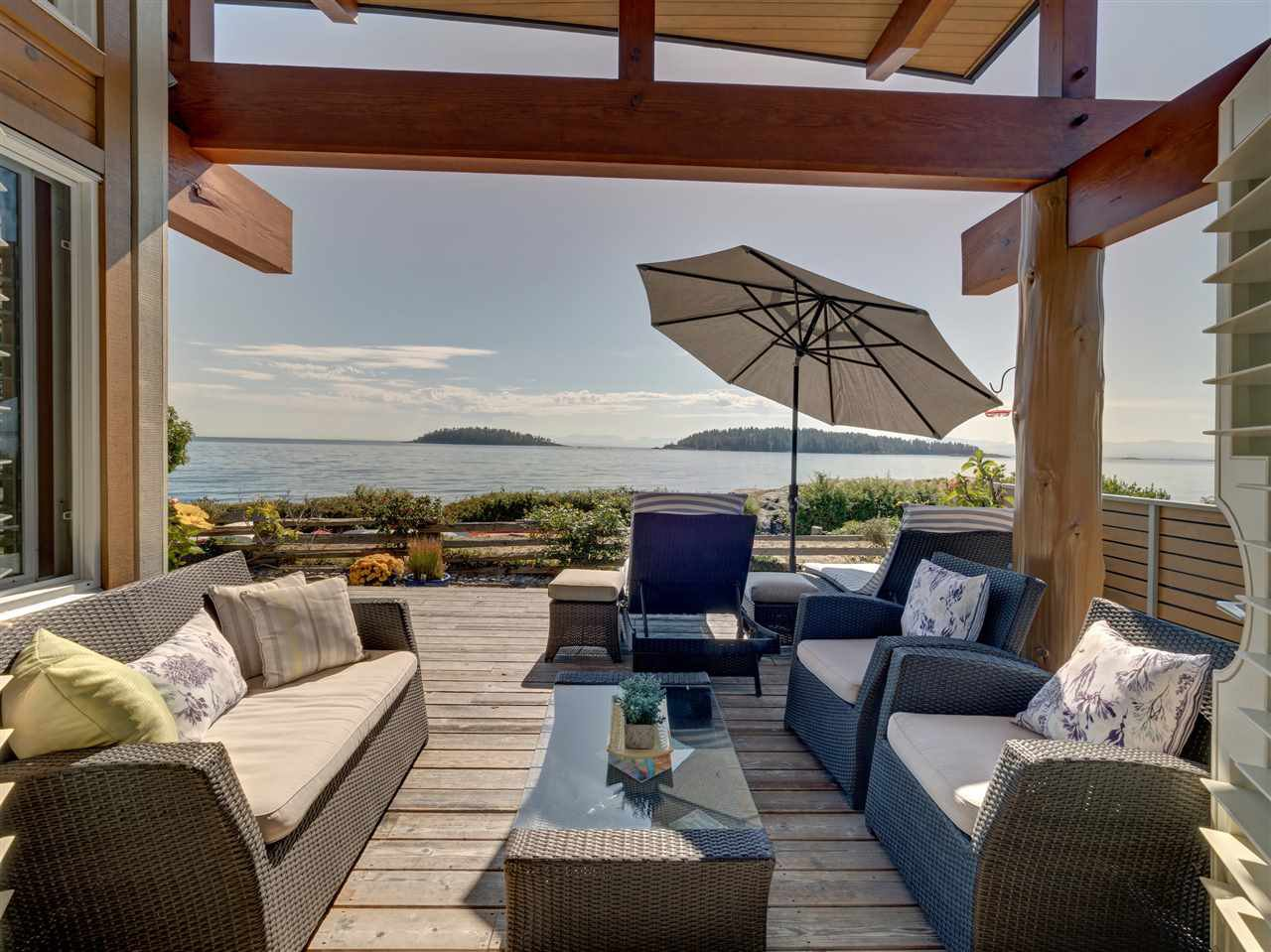 Breathtaking ocean views from the large decks.  Enjoy the ever changing scenery from over 600sf of decks.