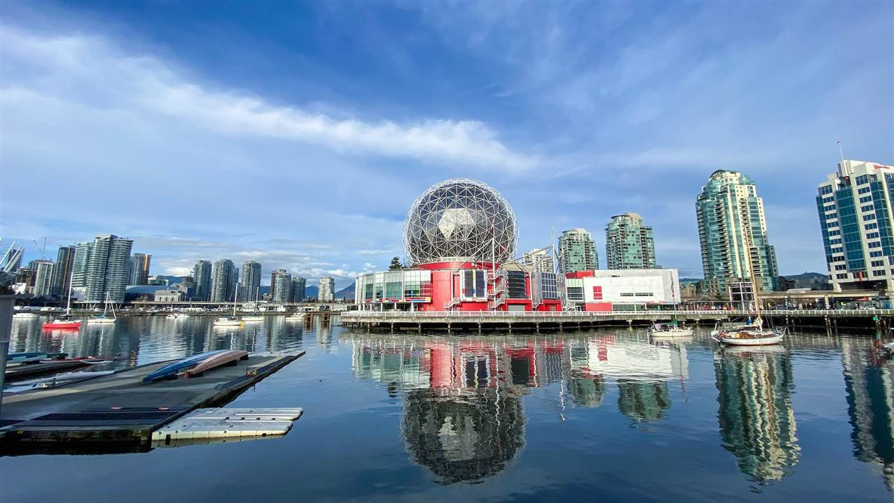 "Main Photo: 615 38 W 1ST Avenue in Vancouver: False Creek Condo for sale in ""The One"" (Vancouver West)  : MLS®# R2527576"