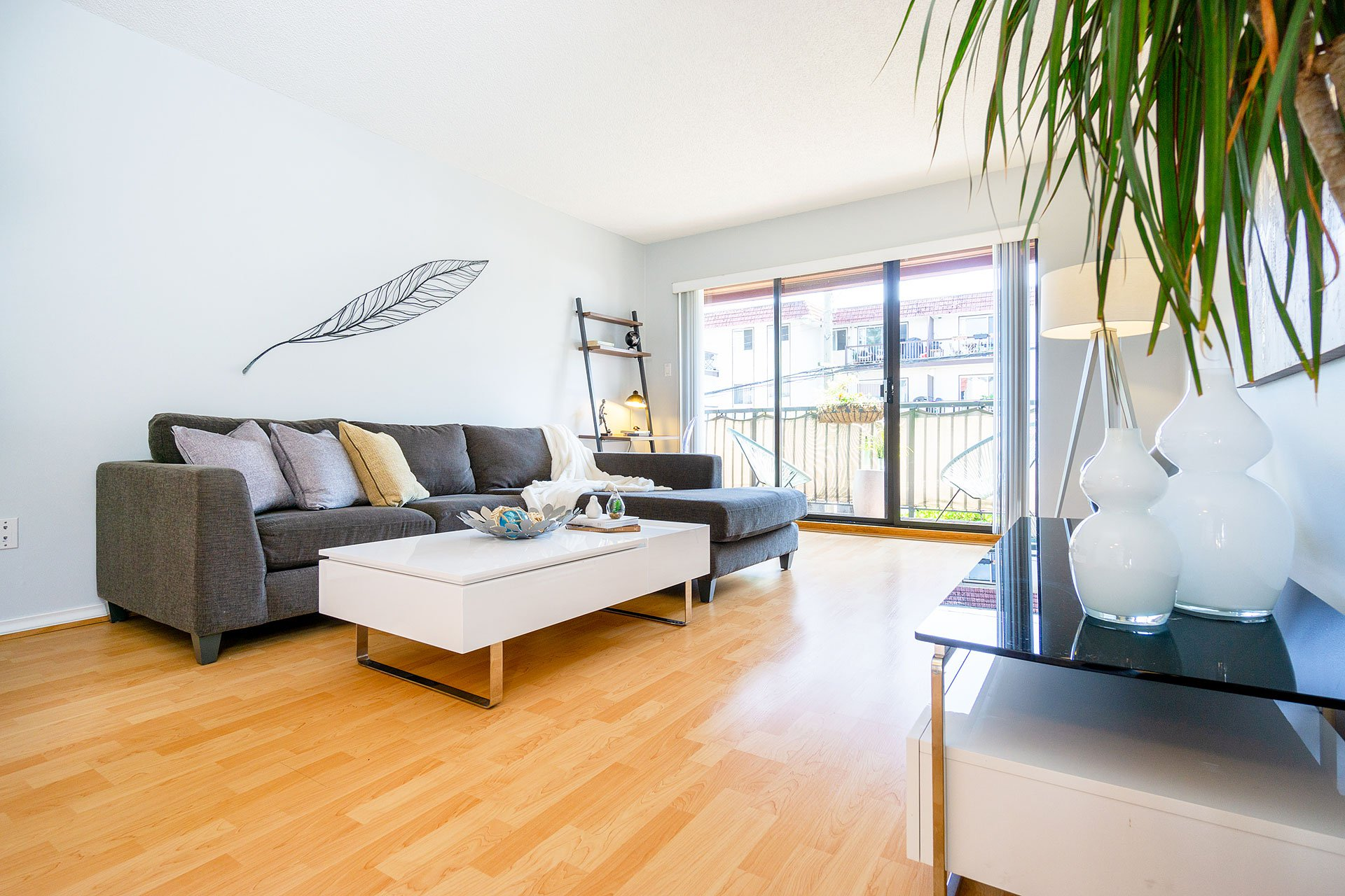 "Main Photo: 411 2120 W 2ND Avenue in Vancouver: Kitsilano Condo for sale in ""ARBUTUS PLACE"" (Vancouver West)  : MLS®# R2394597"