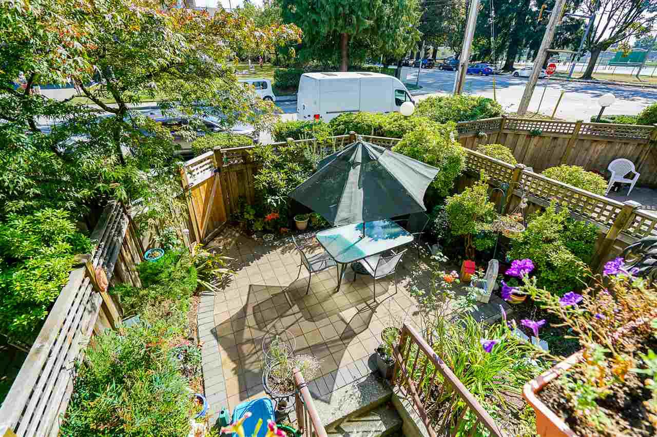 "Main Photo: 103 737 HAMILTON Street in New Westminster: Uptown NW Condo for sale in ""The Courtyards"" : MLS®# R2403545"