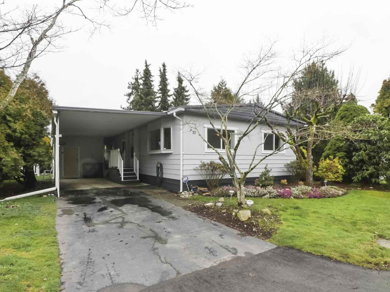 """Main Photo: 11 1840 160TH Street: White Rock Manufactured Home for sale in """"BREAKAWAY BAYS"""" (South Surrey White Rock)  : MLS®# R2441669"""