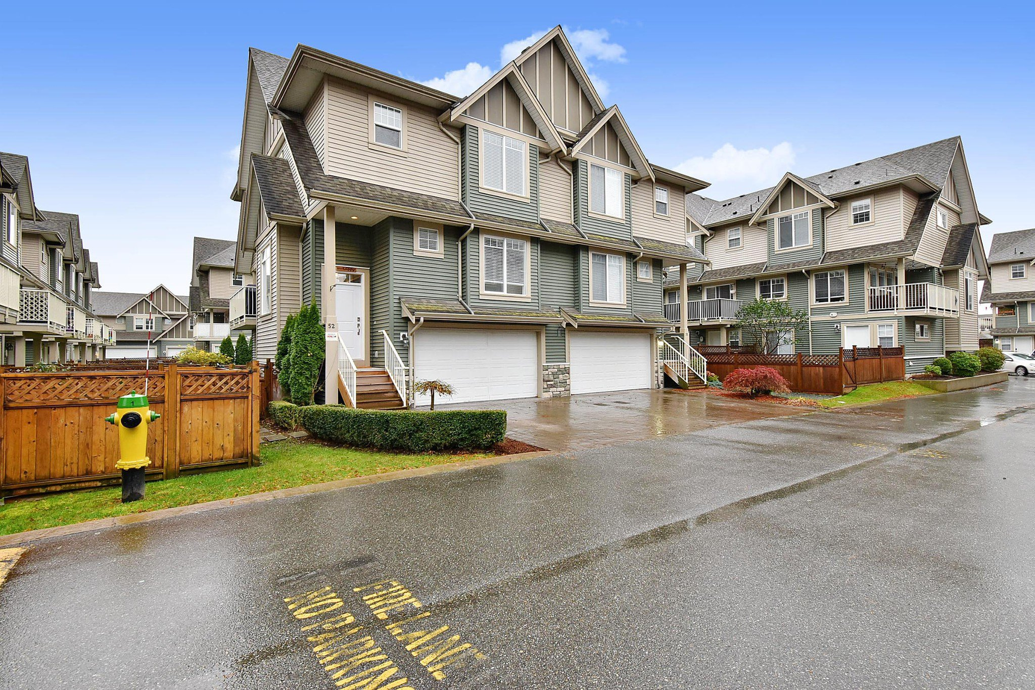 """Main Photo: 52 6498 SOUTHDOWNE Place in Chilliwack: Sardis East Vedder Rd Townhouse for sale in """"Village Green"""" (Sardis)  : MLS®# R2518776"""