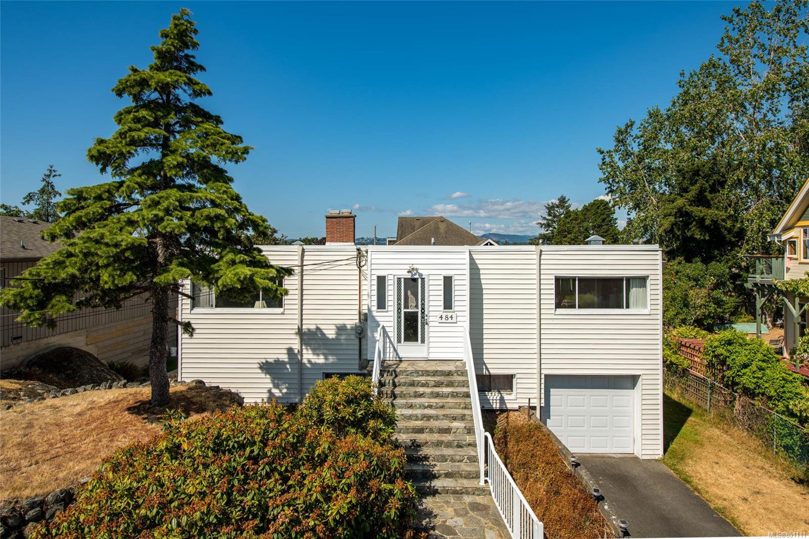 Main Photo: 484 Admirals Rd in : Es Saxe Point House for sale (Esquimalt)  : MLS®# 851111