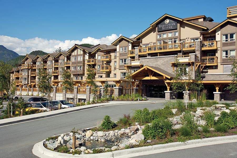 """Main Photo: 210 40900 TANTALUS Road in Squamish: Tantalus Condo for sale in """"Executive Suites Hotel"""" : MLS®# R2442400"""
