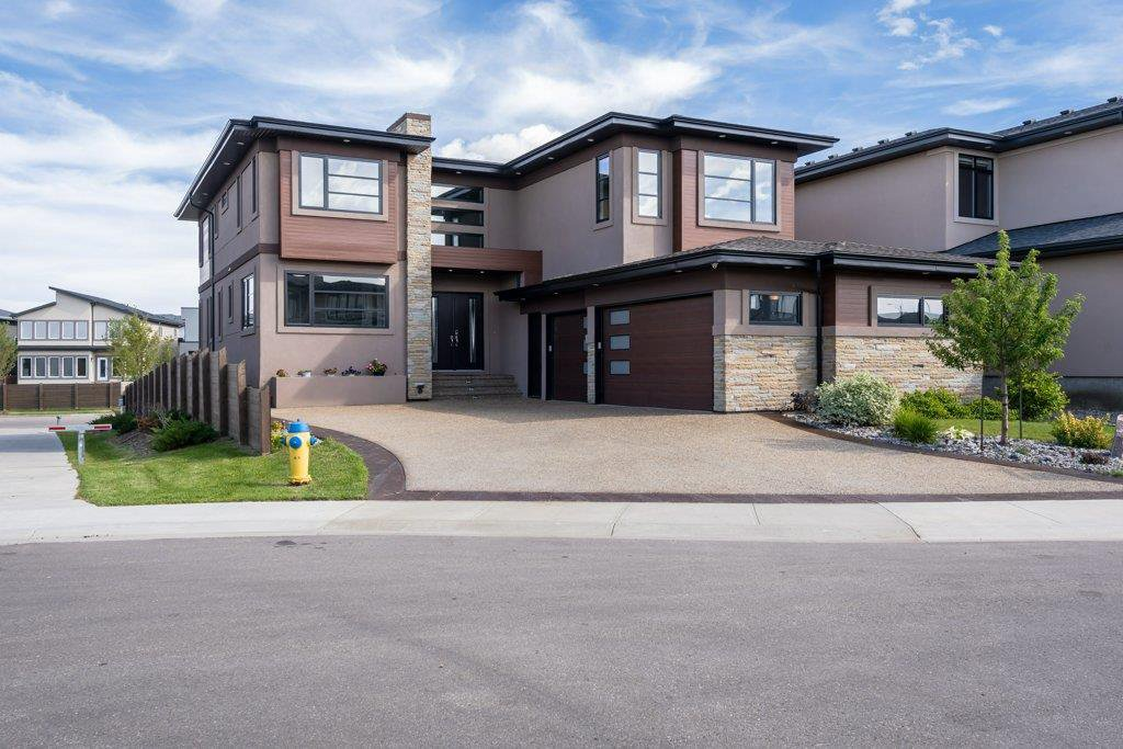 Main Photo: 925 WOOD Place in Edmonton: Zone 56 House for sale : MLS®# E4212744