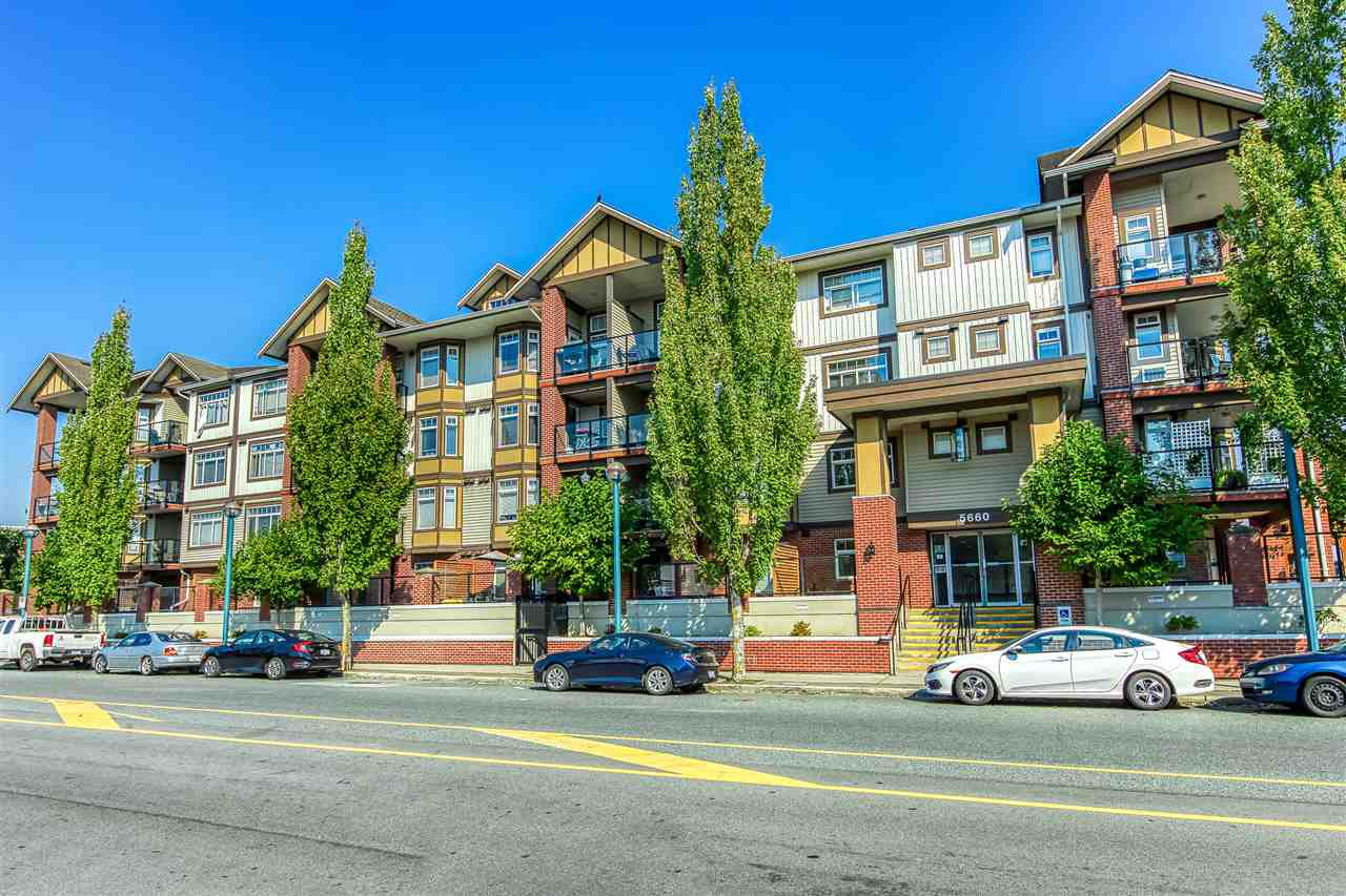 "Main Photo: 147 5660 201A STREET Avenue in Langley: Langley City Condo for sale in ""Paddington Station"" : MLS®# R2495033"