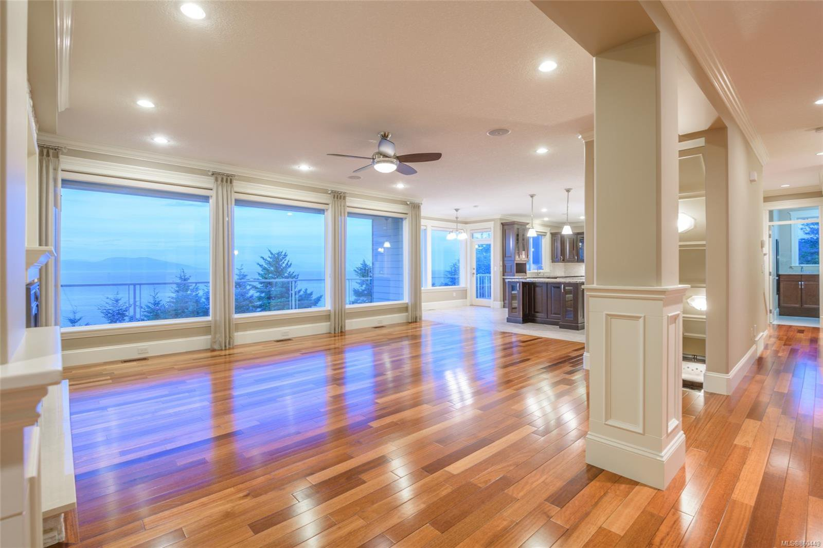 Photo 7: Photos: 5019 Hinrich View in : Na North Nanaimo House for sale (Nanaimo)  : MLS®# 860449