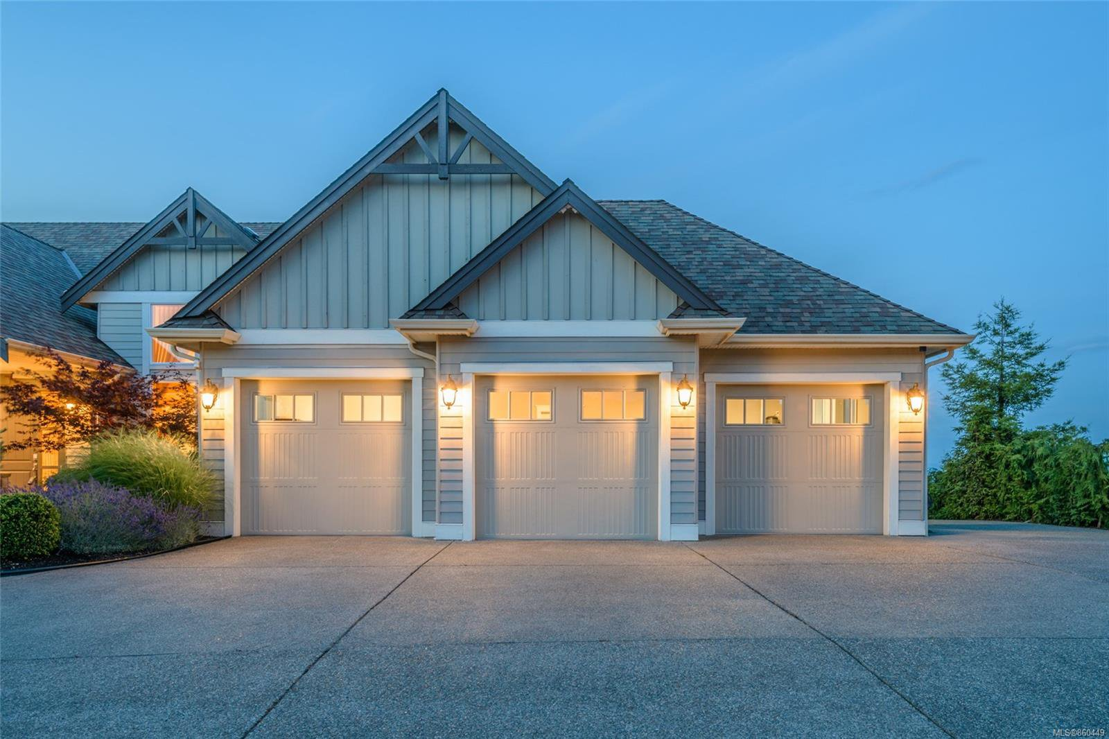 Photo 2: Photos: 5019 Hinrich View in : Na North Nanaimo House for sale (Nanaimo)  : MLS®# 860449
