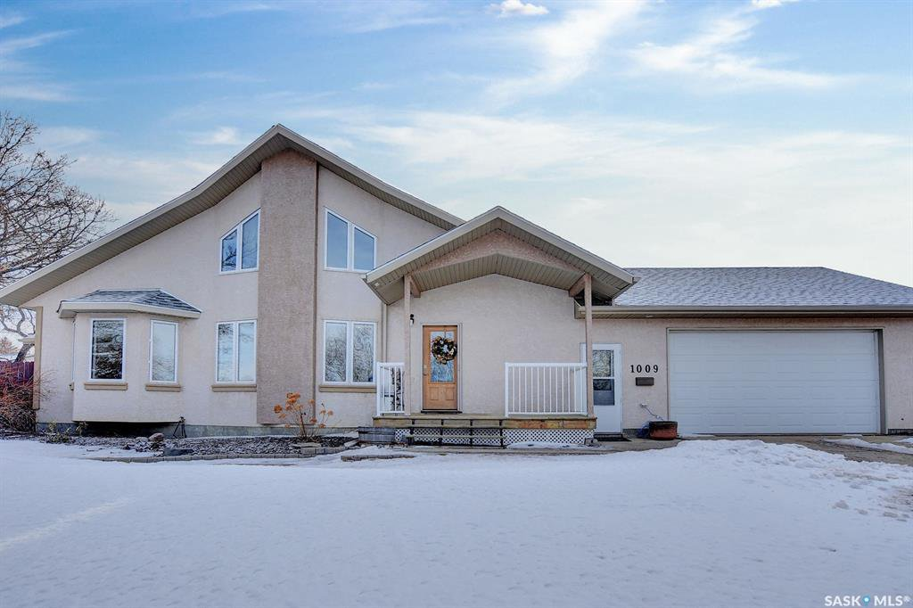 Main Photo: 1009 Oxford Street East in Moose Jaw: Hillcrest MJ Residential for sale : MLS®# SK839031