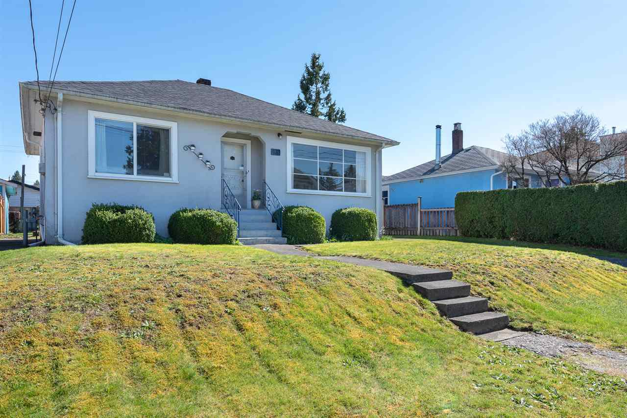 """Main Photo: 218 NINTH Avenue in New Westminster: GlenBrooke North House for sale in """"Glenbrook"""" : MLS®# R2406612"""