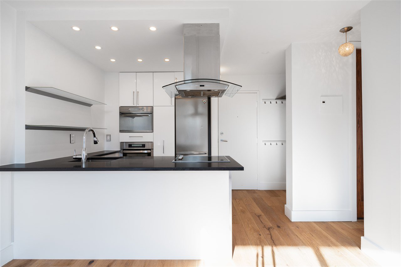 """Main Photo: 301 1146 HARWOOD Street in Vancouver: West End VW Condo for sale in """"The Lampligher"""" (Vancouver West)  : MLS®# R2447032"""