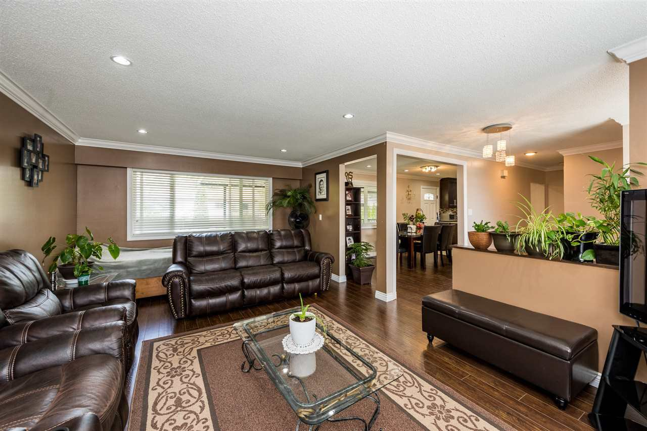 Main Photo: 2121 LAURIER Avenue in Port Coquitlam: Glenwood PQ House for sale : MLS®# R2480217