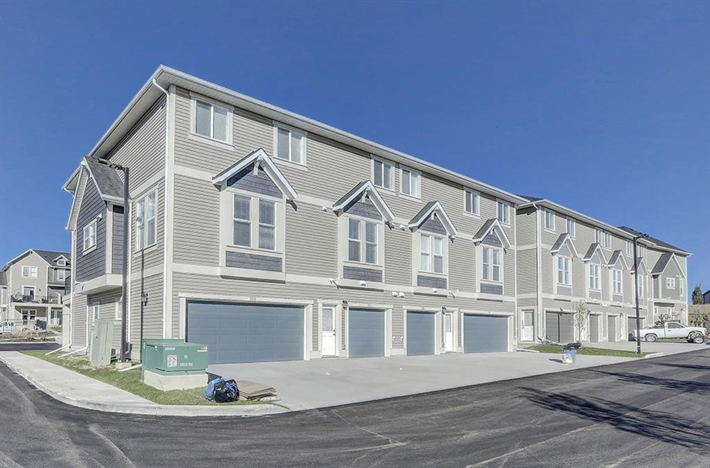 Main Photo: 352 South Point Square SW: Airdrie Row/Townhouse for sale : MLS®# A1037987