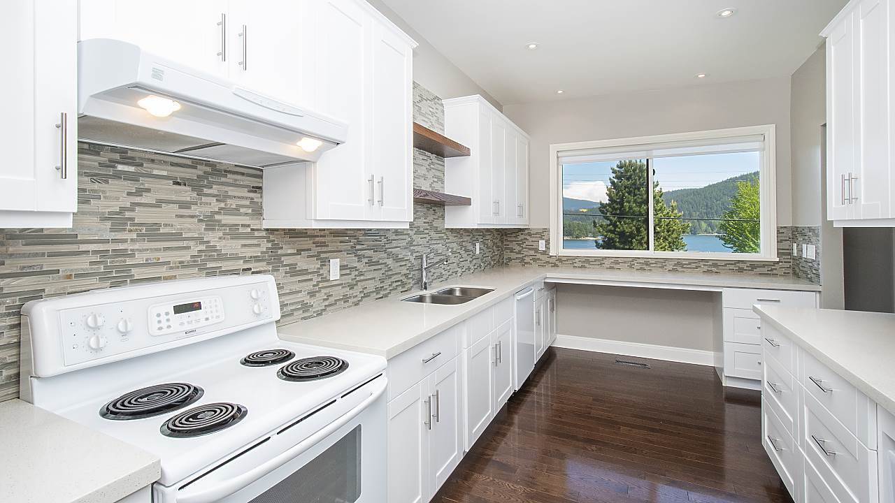 Photo 5: Photos: 665 BEACHVIEW Drive in North Vancouver: Dollarton House for sale : MLS®# R2391312