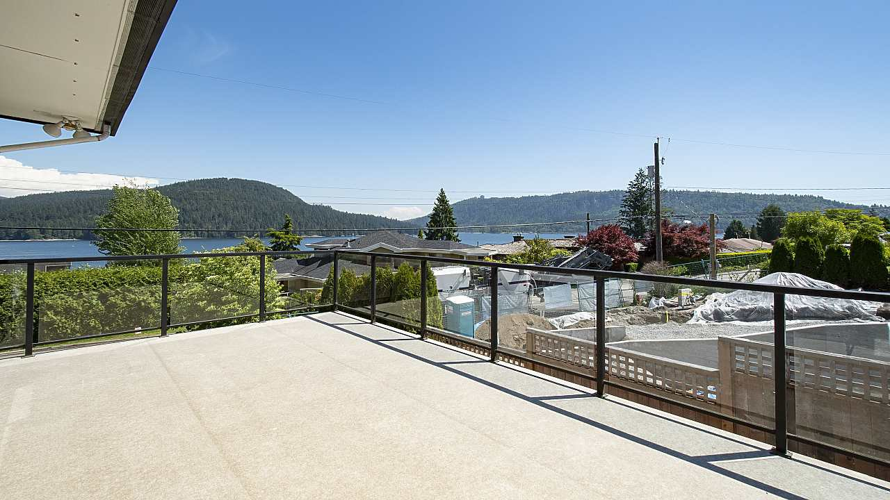 Photo 17: Photos: 665 BEACHVIEW Drive in North Vancouver: Dollarton House for sale : MLS®# R2391312