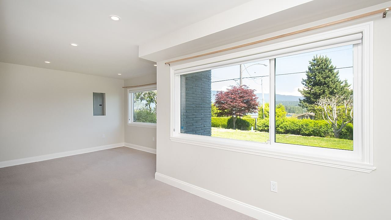 Photo 10: Photos: 665 BEACHVIEW Drive in North Vancouver: Dollarton House for sale : MLS®# R2391312