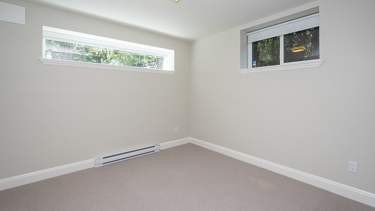 Photo 12: Photos: 665 BEACHVIEW Drive in North Vancouver: Dollarton House for sale : MLS®# R2391312