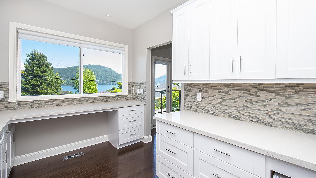 Photo 6: Photos: 665 BEACHVIEW Drive in North Vancouver: Dollarton House for sale : MLS®# R2391312