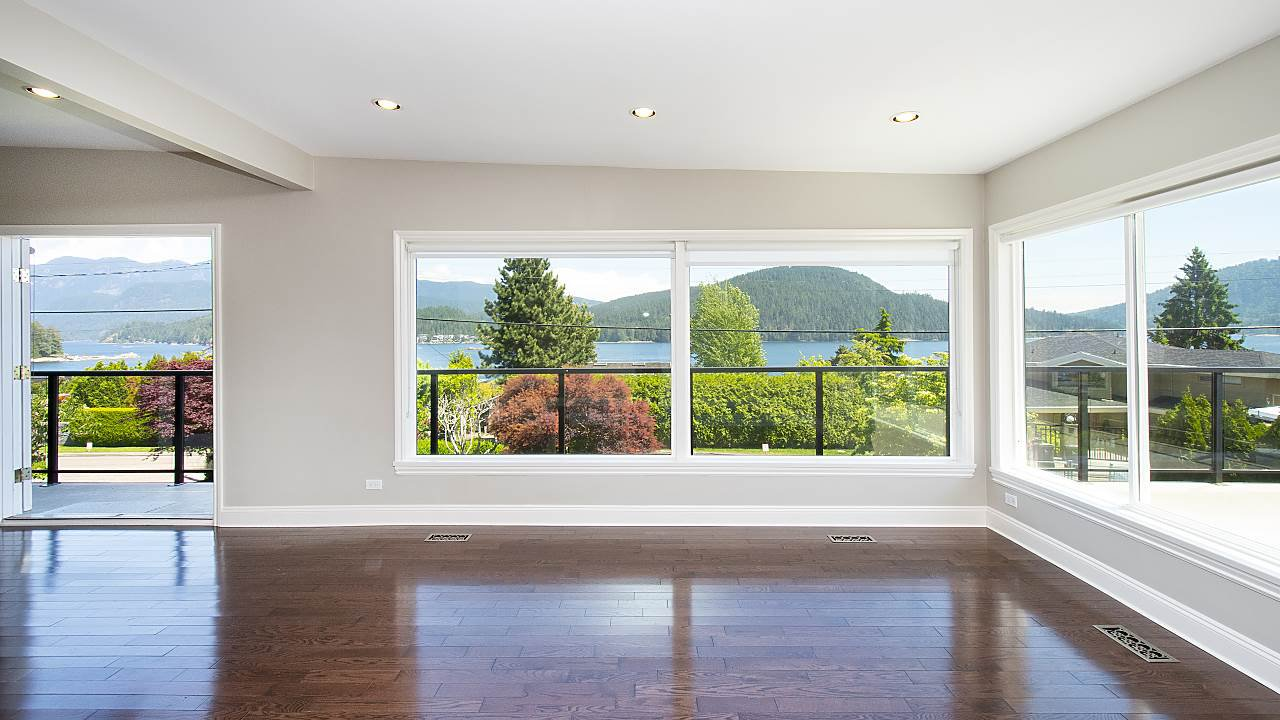 Photo 2: Photos: 665 BEACHVIEW Drive in North Vancouver: Dollarton House for sale : MLS®# R2391312