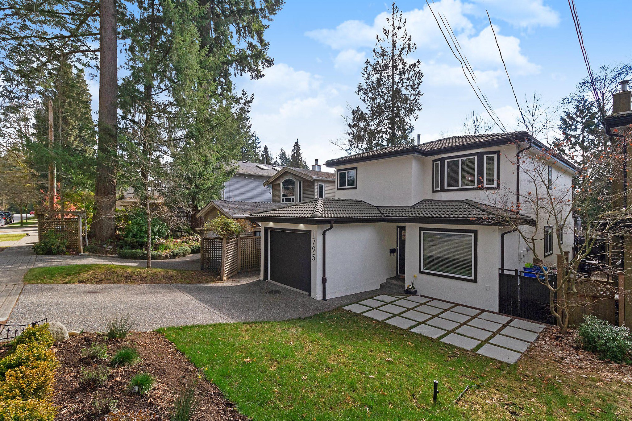 Main Photo: 1795 PETERS Road in North Vancouver: Lynn Valley House for sale : MLS®# R2445223