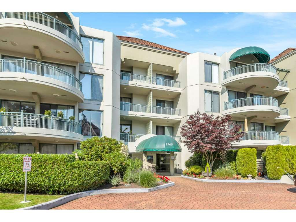 """Main Photo: 204 1765 MARTIN Drive in Surrey: Sunnyside Park Surrey Condo for sale in """"SOUTHWYND"""" (South Surrey White Rock)  : MLS®# R2480960"""