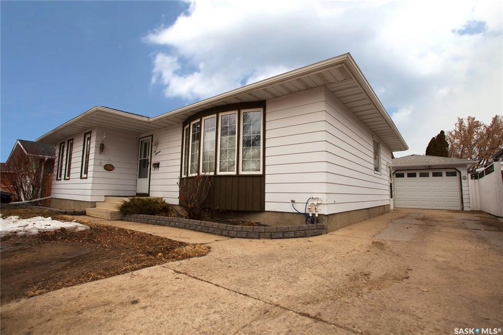 Main Photo: 118 Appleby Drive in Saskatoon: Meadowgreen Residential for sale : MLS®# SK804002